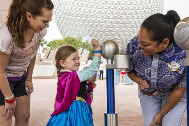 Image_MM-_Epcot_Girl-in-Anna-dress_Mom_CM_-613x408